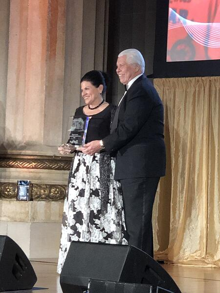ビル_タニオースティン夫妻_AG Bell授賞式