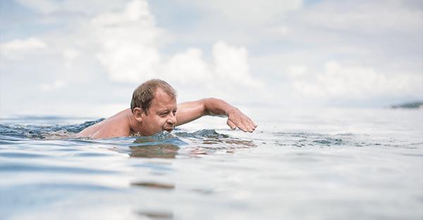 泳ぐ人には要注意な外耳炎のイメージ