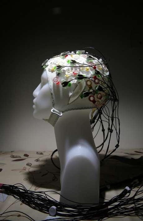 脳情報のセンシングを行う実験モデルの頭蓋キャップのイメージ