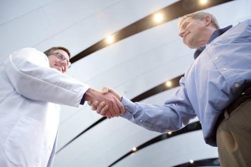 補聴器専門家と装用者