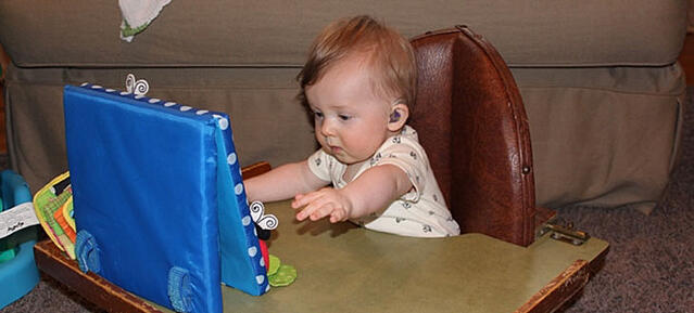 赤ちゃんとスターキー補聴器
