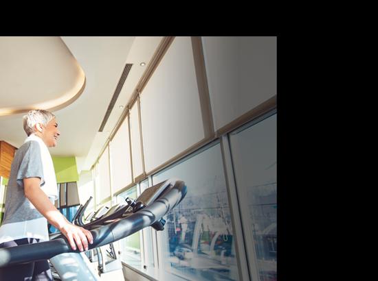 ハイブリッド充電式補聴器ライフスタイルイメージ